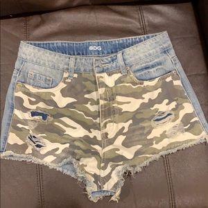 Camaflouge front jean shorts